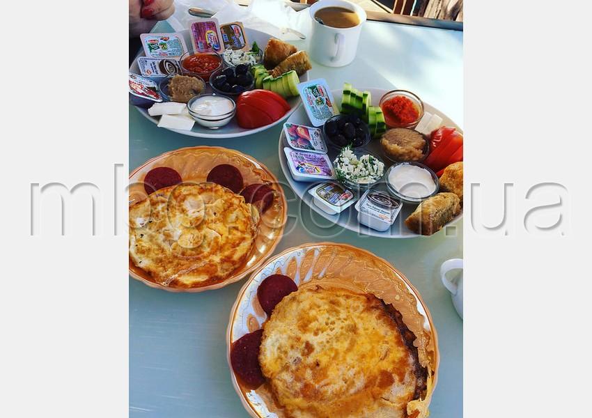 Завтрак в отеле Twenty в Анталии